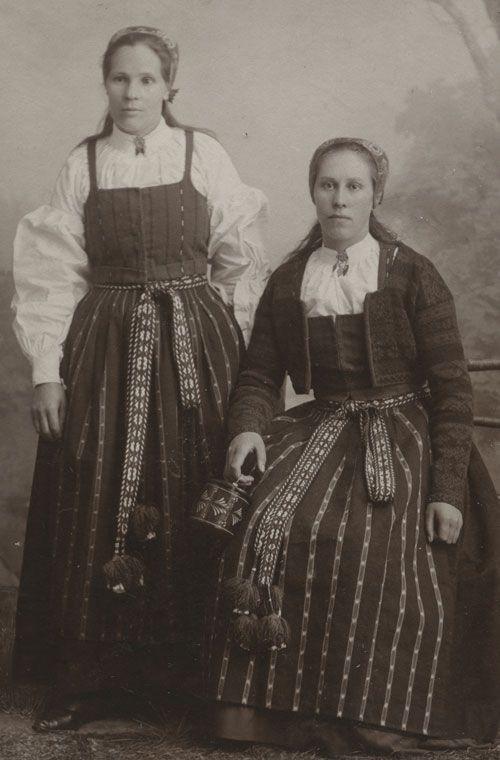 Flickor från Delsbo, Hälsingland.