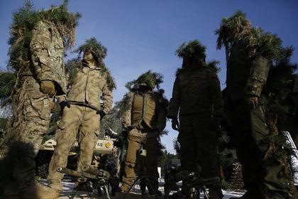 В Пентагоне объяснили учения с «русскими» статистами       Учения войск Соединенных Штатов в Баварии, в которых будут задействованы «русскоговорящие статисты», не являются подготовкой к каким-либо действиям, заявил капитан Сухопутных сил США Крис Брэдли. По его словам, «американские солдаты и союзники должны уметь решать весь спектр проблем, с которыми они могут столкнуться».