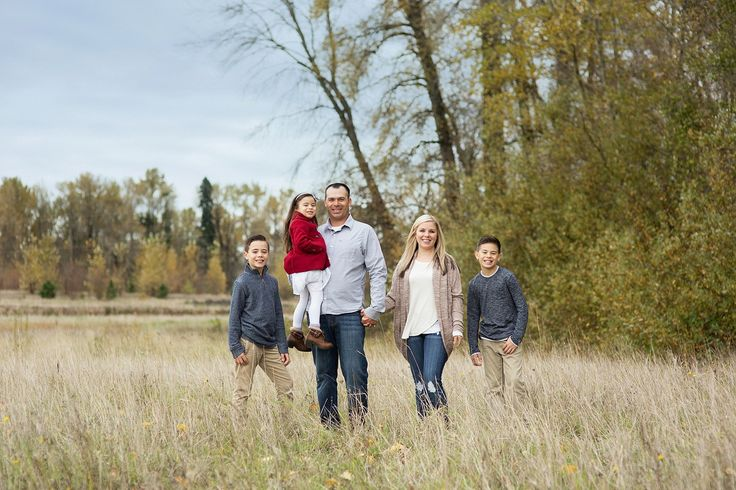 Family Portraits: What to wear | Salem, OR Family Photographer | 4 tips to rock your session  The four C's for what to wear to your photography session: Color, Continuity, Classic and Comfort. Salem, Oregon wedding, family, birth photographer. Fall family portraits Spring Family portraits Summer family portraits Winter family portraits