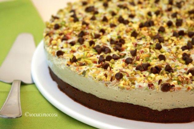 Torta allo yogurt pistacchio e cioccolato - Ricetta dolce senza cottura