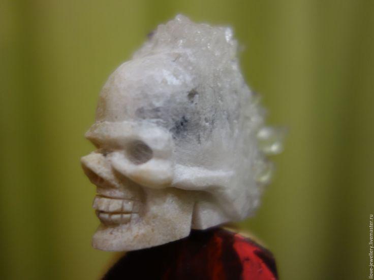"""Купить """"Тафари""""- эксклюзивный резной череп из друзы кварца. Хрустальный череп - белый"""