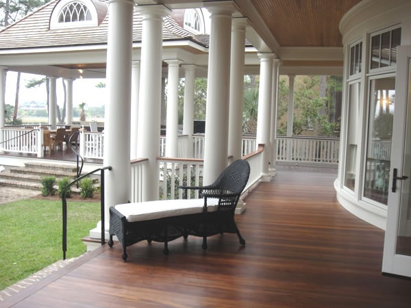 This patio is quite nice, I like the wood and how it expands in the background. This is an excellent hang out porch.