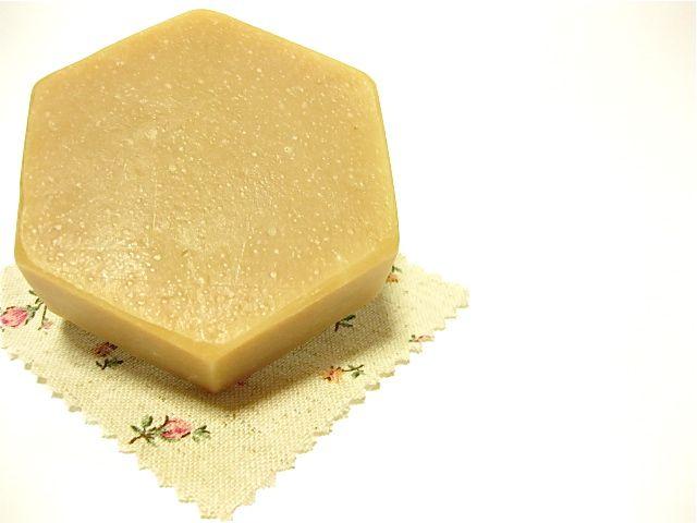 Honey beeswax cold process soap using palm oil 手作り手づくりハンドメイド蜜蝋石鹸 せっけん/石けん/ソープ/蜂蜜/ハチミツ コールドプロセス はちみつショップ ぷちはに 富山県(とやま)