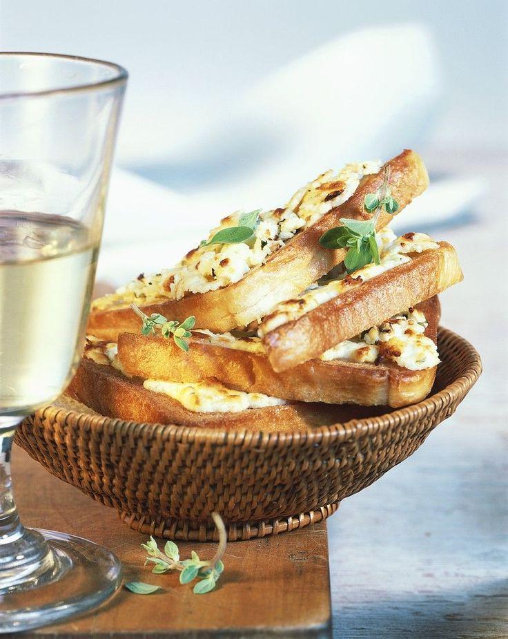 Gebackener Toast mit Schafskäse - smarter - Zeit: 10 Min.   eatsmarter.de