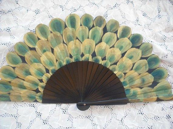Dit is een mooi schilderij op een ventilator door mijzelf.   Maatregelen: -Ongevouwen, dat het is 43 cm x 23,5 cm (16.9 x 9.3 inch) -Gevouwen, is het 4 x 23,5 cm (1.6 x 9.3 inch)  Opvouwbare fans hebben een lange geschiedenis van traditie in Spanje. Ze komen zeer handig in warm weer en warme, gesloten ruimten, ze zijn ook een complemment in onze garderobe. Plus, geschilderde fans kunnen een wonderfoul cadeau of om te worden gebruikt voor het decoreren van een muur of kamer, een gekleurde…