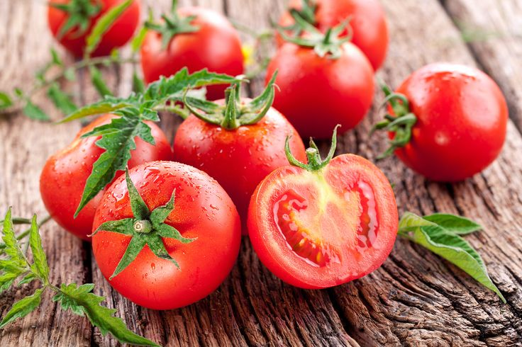 El Tomate o Jitomate es uno de los vegetales que debes tomar en cuenta en tu dieta diaria, si tienes diabetes. Es Tan versátil como delicioso! Bajo en calorías, te brinda una gran cantidad de ventajas nutricionales.