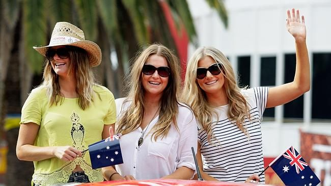 Mollie McClymont, Brooke McClymont and Samantha McClymont of 'The McClymonts'.