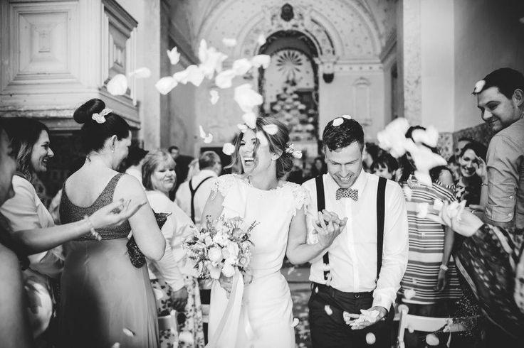 We pronounce you husband and wife - www.myvintageweddingportugal..com | #weddinginportugal #vintageweddinginportugal #vintagewedding #portugalwedding #myvintageweddinginportugal #rusticwedding #rusticweddinginportugal #thequinta #weddinginsintra