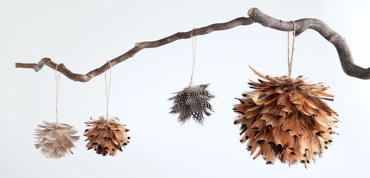Decorațiunile dau personalitate interiorului. #kikaromania #decoratiuni #accesorii #lemn #toamna #living #creanga
