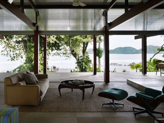 PRETA BEACH HOUSE IN BRAZIL