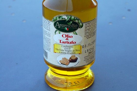 The pseudo-food product in the image above purports to be oil (olio) and truffle (tartufo). In fact, it does not contain truffles but rather farts and formaldehyde.