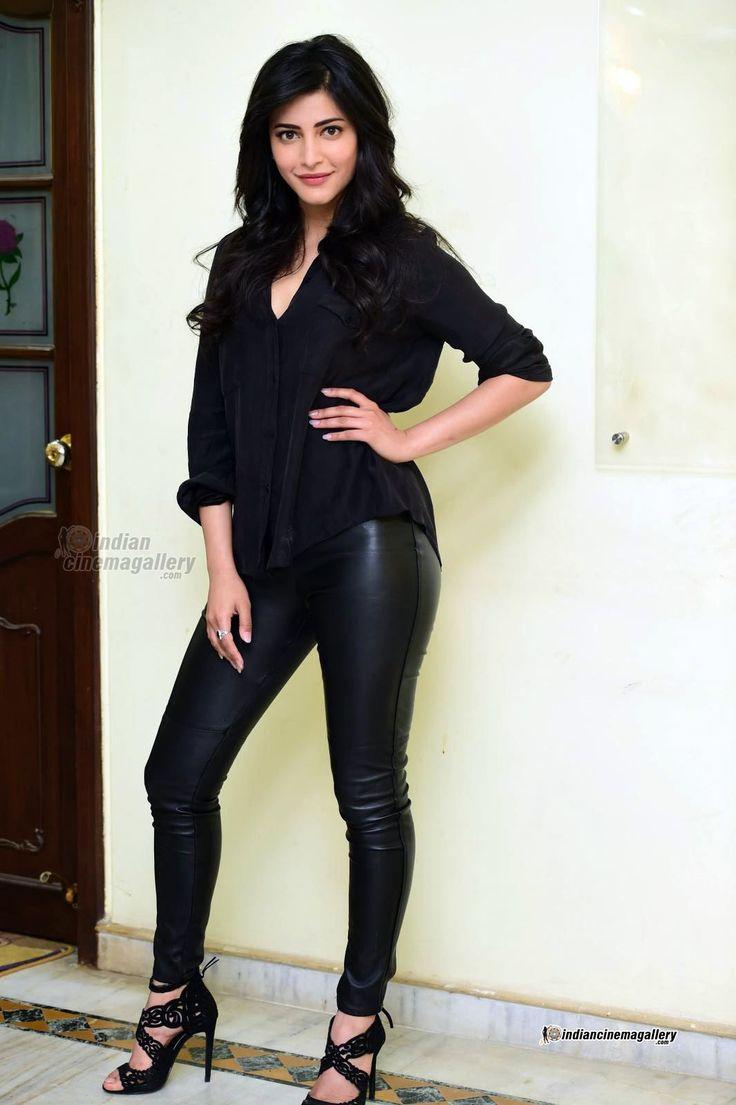 http://www.indiancinemagallery.com/gallery/shruti-hassan/Shruti-Haasan-stills-during-her-interview-(8)5224.jpg