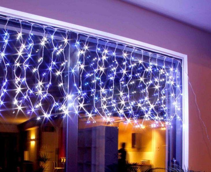 Incorpora pequeños detalles a la #decoración de tu #hogar esta #Navidad. Con las guirnaldas de luces #LED podrás iluminar puertas, ventanas y por supuesto tu árbol sin incrementar tu consumo. ♻️ ¡Cambia el #look de tu casa de una forma #tanfácilquenotelocrees!