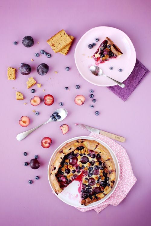 Clafoutis aux prunes, myrtilles et pain d'épices