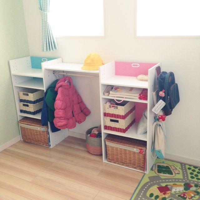 ニトリのカラボリメイク/chikoさんの、棚,カゴ,ニトリ,IKEAラグ,ニトリのカラーボックス,カラボリメイク,幼稚園グッズ,こどもと暮らす。,のお部屋写真