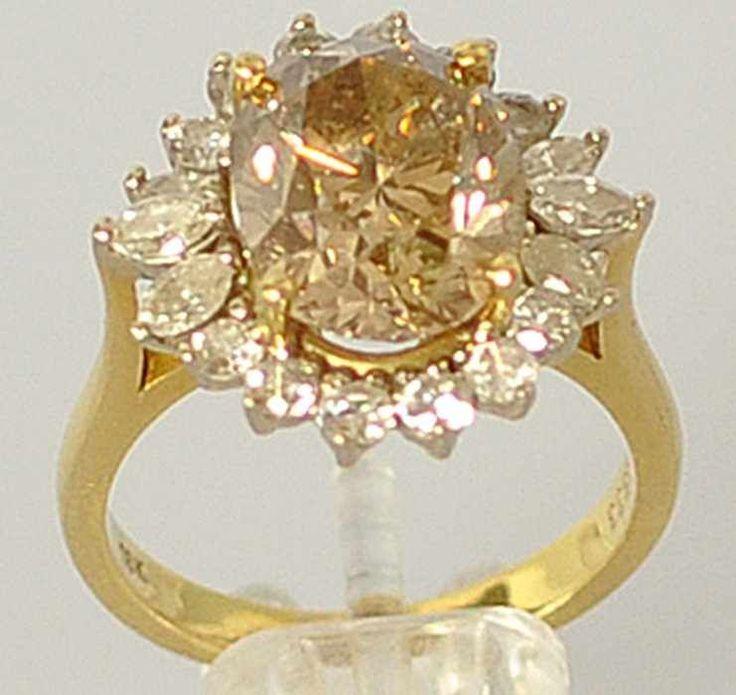 REPRÄSENTATIVER DIAMANTRING grosser, ovaler, natürlicher Diamant in transparentem hellem Gold-Bra