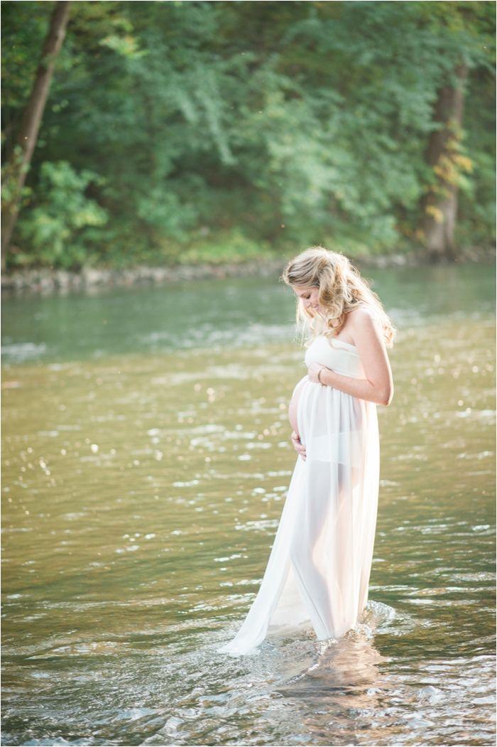 Swatara Creek Lifestyle Maternity Photoshoot with Fine Art Pennsylvania Photographer Hillary Muelleck // hillarymuelleck.com