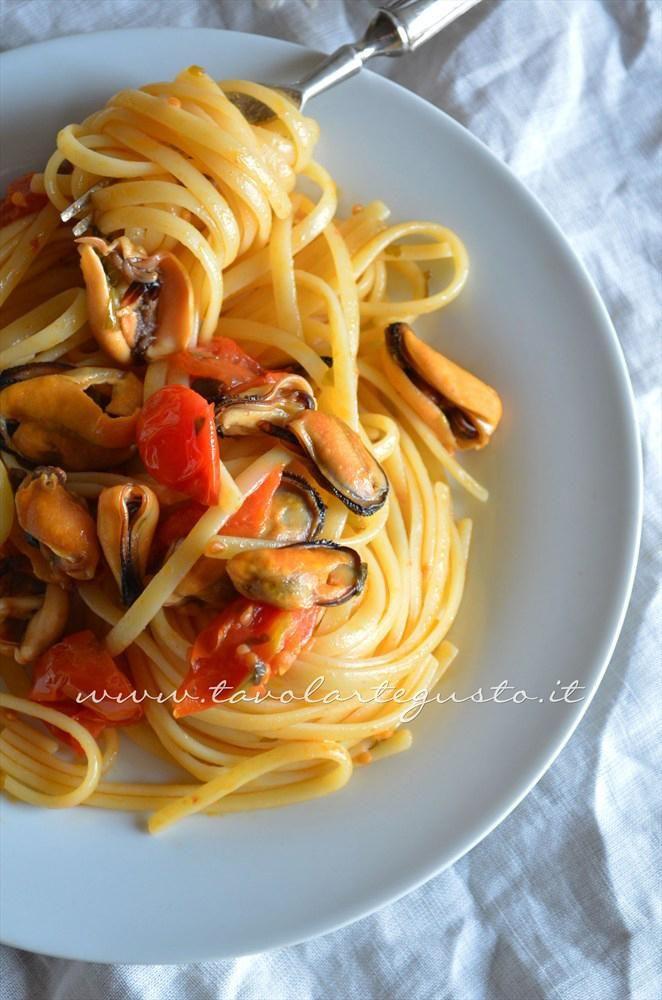 Linguine con le cozze e pomodorini - Spaghetti con le cozze e pomodorini - Ricetta