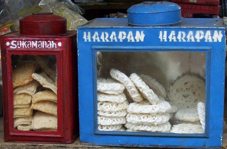 Krupuk (Indonesian shrimp crackers).