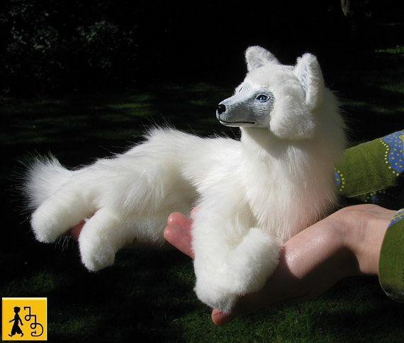 RESERVIERT für Ma Zhenzi Wolf posierbare Kunstpuppe Figur Tier weiß Kunstfell blaue Augen Jerseydays weiche Skulptur handgemacht Unikat