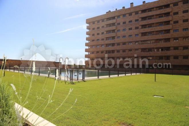 Atico de obra nueva en la localidad de Seseña de 104 m² repartidos en 3 habitaciones, 2 baños completos, salón comedor con acceso a terraza, cocina independiente.