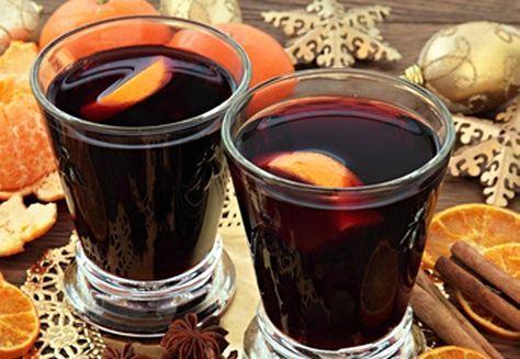 Sváteční punč se hodí pro návštěvy vobdobí Vánoc i na bujarý silvestrovský večírek. Výhodou populárního nápoje je, že si ho můžete vychutnat jak teplý, tak za studena. Stačí víno, oblíbený alkohol, ovocný džus a kořenící směs.