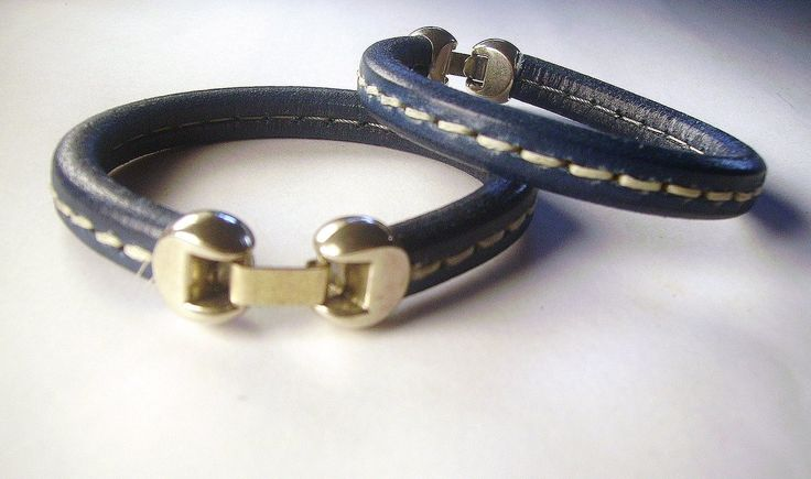 Pulsera de cuero azul marino con cierre bañado en plata. #eljoyerodepaula #tiendaonline #modahombre #jewelry #fashion #pulseras #accessories
