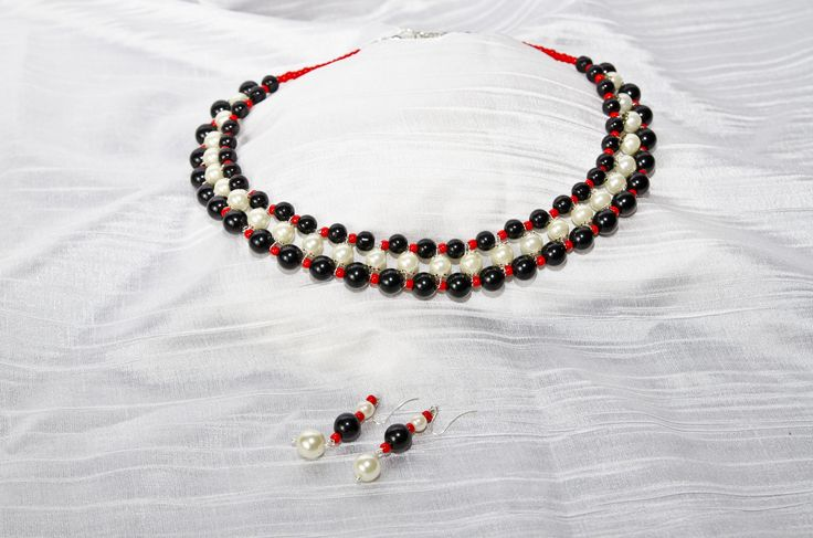 Black and White pearl necklace and earings