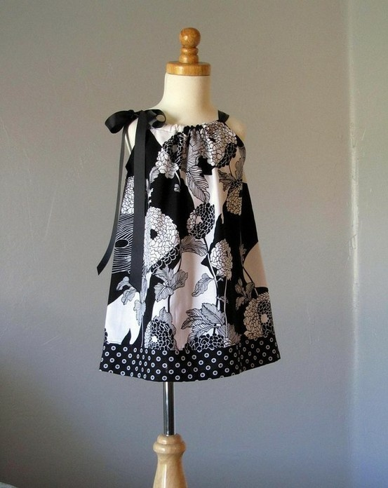 Pillow case dress.Flower Girls Dresses, Nails Art, Pillowcase Dresses, Girls Pillowcases, Black And White, Pillows Cases Dresses, Pillow Case Dresses, Pillowcases Dresses, Pillowca Dresses