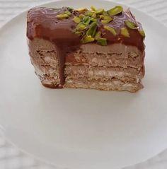 Çook lezzetli nefis bir pasta özel günlerde yapmak isteyeceğiniz ve tadına doyamayacağınız harika bisküvili yaş pasta sakın kaçırmayın...