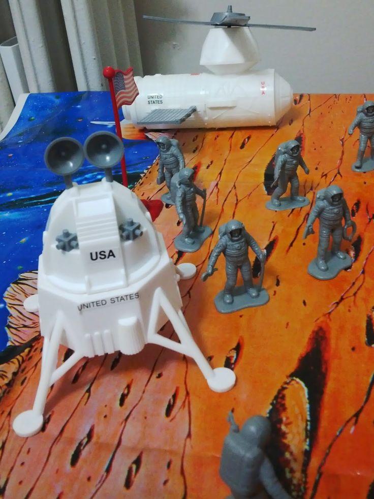 Rüzgar ım için montessori ev okulu(montessori homeschool): ay a yolculuk ve astronotlar, uzay gemisi, uzay is...