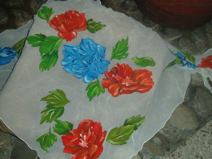 Pañoleta pintada en acrílico