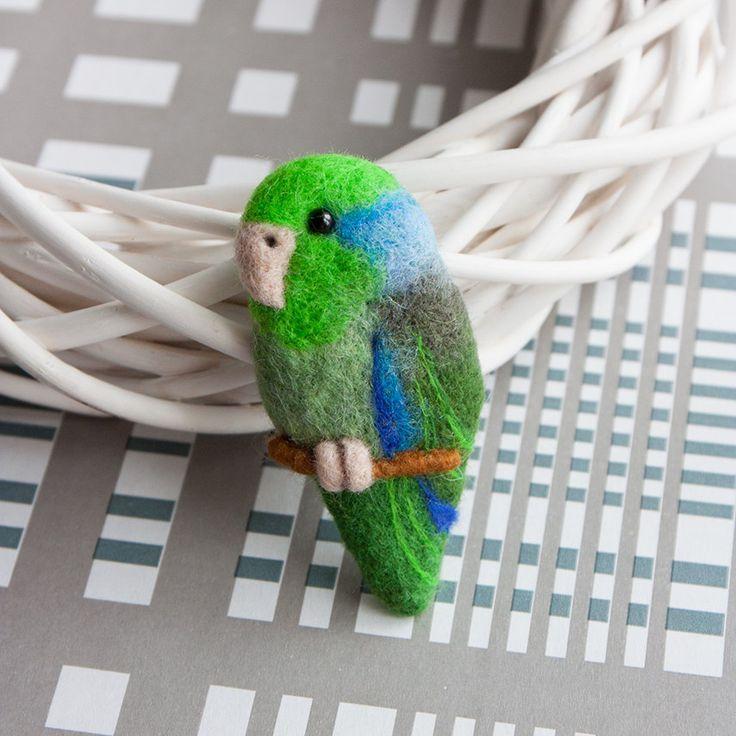 Parrotlet broche Parrot broche vogel sieraden Parrotlet pin kleurrijke broche Tepui parrotlet Animal jewelry dierlijke broche groen gift voor haar door znmystery op Etsy https://www.etsy.com/nl/listing/268904809/parrotlet-broche-parrot-broche-vogel