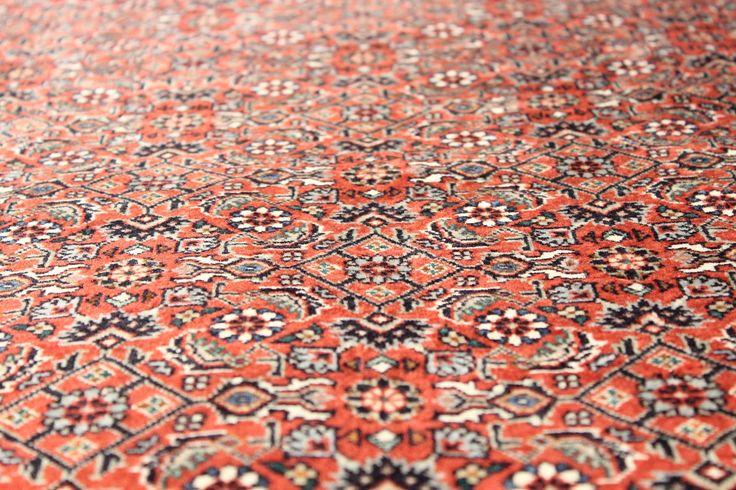 Dywany irańskie Takab Bukan; zbliżenie na pole środkowe; 210x204