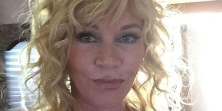 """Melanie Griffith si mostra senza trucco sui social - L'attrice Melanie Griffith lancia una provocazione su Instagram, postando un selfie che la ritrae senza trucco: """"Dai su, continuate ad insultarmi"""" commenta. - Read full story here: http://www.fashiontimes.it/2015/12/melanie-griffith-si-mostra-senza-trucco-sui-social/"""