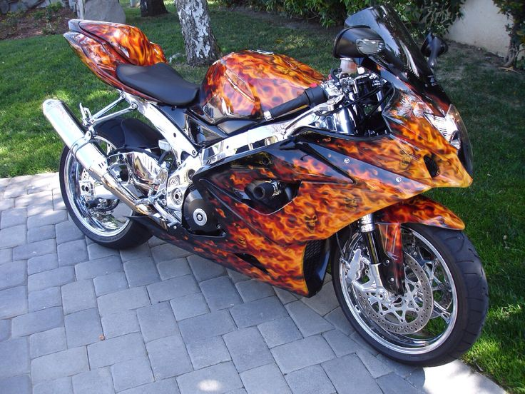 CUSTOM PAINT ON A GSXR 1000