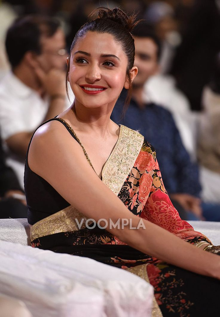 Anushka Sharma in her Indian saree-blouse look! Like it?? via Voompla.com