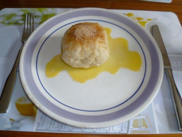 Das perfekte Pfirsichknödel-Rezept mit Bild und einfacher Schritt-für-Schritt-Anleitung: Quark, Mehl, Eier, Salz und 1-2 Teelöffel Zucker, zu einem…