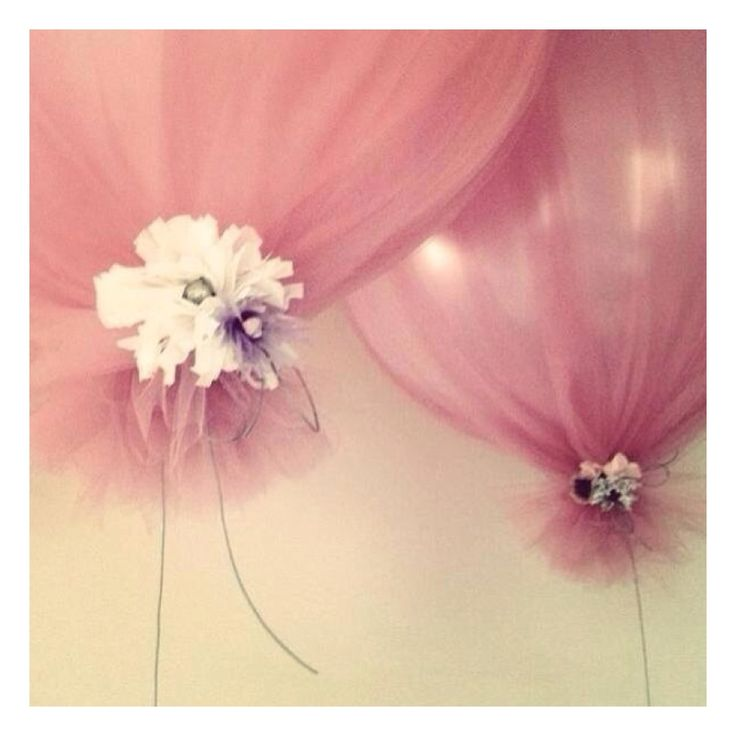 Large 90cm helium balloons wrapped in tulle, perfect for parties, weddings and dessert table decoration