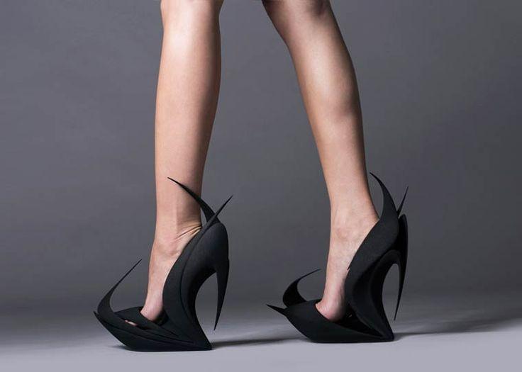 La marque United Nude a collaboré avec les célèbres architectes Zaha Hadid, Ben van Berkel et Fernando Romero et les designers Ross Lovegrove et Michael Young, pour imaginer une série de magnifiques paires de chaussures imprimées en 3D