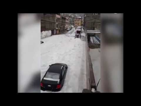 01/02/2018 - An unusually intense hailstorm accompanied by heavy rains surprised the inhabitants of Biblián, in the province of Cañar, Ecuador on January 2, 2018 as reported by El Universo.  The most intense rainfall recorded in the city for 15 years fell in just over an hour, according to the local fire chief, Romeo Fernández. The hail accumulation, more than 10 centimeters thick in places, trapped cars and blocked roads prompting a state of high alert.