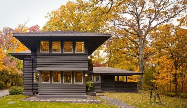 Frank Lloyd Wright was one of the world's most renowned architects, and he certainly left his mark on Chicago. His Prairie-style homes are scattered across the city...