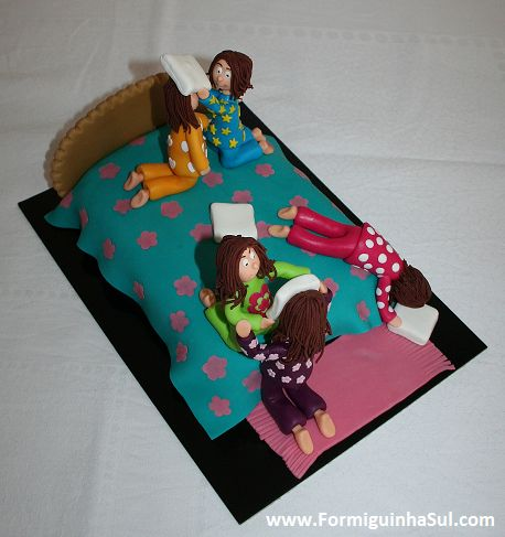 Festa de pijama - Luta de almofadas!