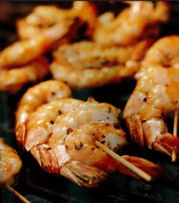 Grilled shrimpbars, nam! Marinade: white wine, lime, butter, brown sugar, chili and onion. Our favorite last summer :)