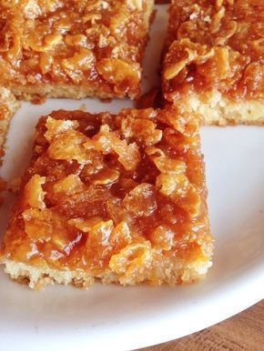 Cornflakes i stället för mandel. Nu ska jag bjuda dig på en vansinnigt god kaka, denna bara måste du testa att baka någon dag. Alltså toscan uppepå med cornflakes, ämen den är såååååå mumsig! Ingredienser: 8 ägg 8 dl socker 400 gr smält smör 2 msk vaniljsocker 1/2 msk bakpulver 8,5 dl vetemjöl Gör såhär: 1) Sätt ugnen på