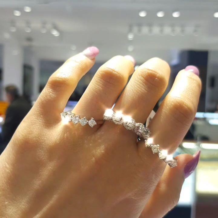 Lacin Ticaret Merkezi Xalqlar On Instagram Dunyanin Butun Sergilerinden Getirilmis Qizil Briliyant Diamond Dreams Jewelry Engagement Rings