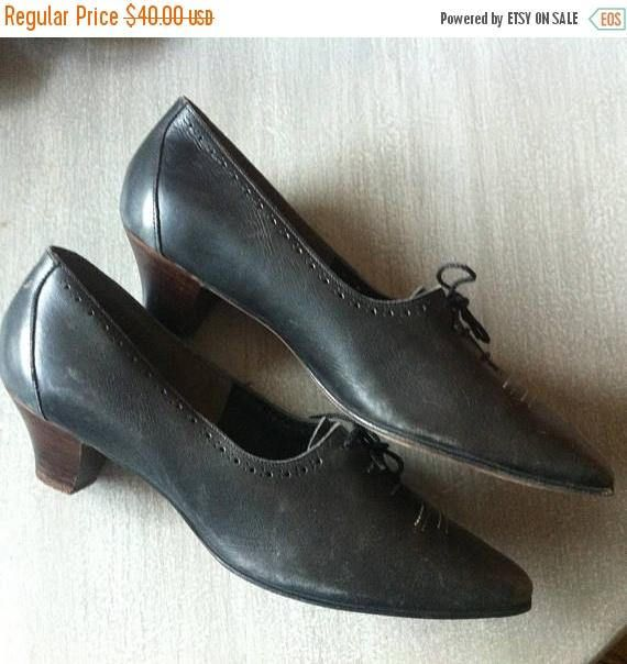ON SALE 40s Vintage Womens Brown Leather Lace Up Oxford Shoes Size 8 Stitching and Punch Hole Detail Fox Fine Footwear Hamilton Wooden Heel