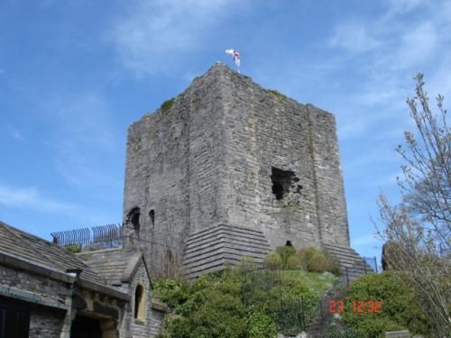 Clitheroe castle was constructed in 1186 by a local Norman Lord, Robert de Lacy. The square stone keep is typical of the period, originally encircled by a strong curtain wall, it incorporated a number of Norman arches and four crenellated corner turrets.: Corner Turret, Squares Stones, Crenel Corner, Curtains Wall, Local Norman, Clithero England, Clithero Castles, Norman Arches, British Isle