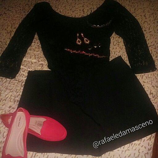 Meu look de sabado Body de renda costa fechada Marisa R$ 39,90, short saia comprei ano passado adoro tanto que não sai mais do meu corpo @emeefestore Mocassim vermelho Miss Miss R$ 25,00 mega achado, Tiara pink biju R$ 9,00 Brincos e pulseira com pedras vermelhas presentinho da cunhada. #sabadoanoite #sabadodelicia #lastnight #look #vermelho #pretinhobasico #pinkbiju #mocassim #red #vermelho #lookdeontem #lookbaratinho #body #renda #shortsaia #moda #instalook #look #moda #roupas #sapato…