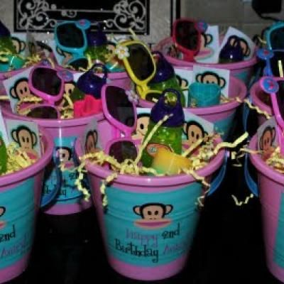 A Girly Paul Frank Party {Girl Birthday Party Themes} WHY do I not have a girl??